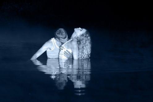 Фото Влюбленная пара в воде, фотограф Антон Комар