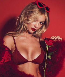 Фото Актриса Bryana Holly / Брайана Холли с розой