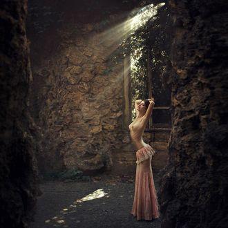 Фото Полуобнажкенная девушка стоит на дороге, фотограф Богдан Поправко