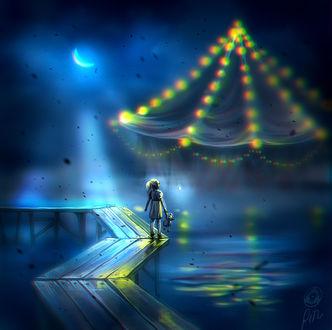 Фото Девочка с игрушечным мишкой в руке стоит на мостике и смотрит на шатер карусели, by TheRafa