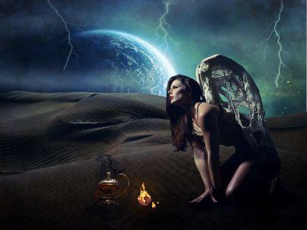 Фото Девушка ангел с рваными крыльями сидит в пустыне и смотрит вдаль, by GhostsandDecay
