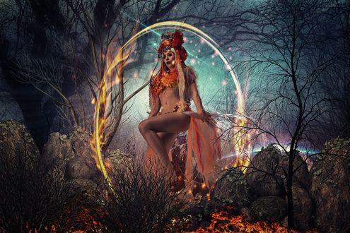 Фото Полуобнаженная модель Ophelia Overdose в огненном кругу стоит в лесу, фотограф Niko Angelopoulos