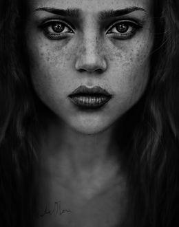 Фото Портрет грустной красивой веснушчатой девушки, by Cristina Otero