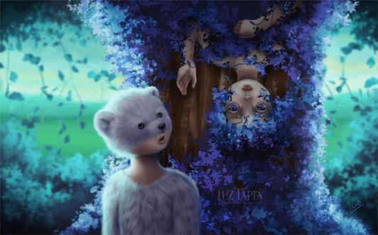 Фото Вьющееся растение с голубыми листочками в виде девушки, на которую смотрит удивленный фантастический мальчик - мишка, by LuzTapia