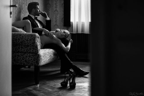 Фото Девущка лежит на ногах сидящего парня, фотограф Stefan Beutler