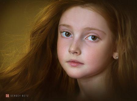 Фото Портрет рыжеволосой девочки с карими глазами