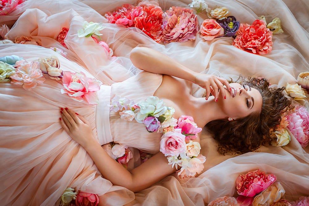 Любой сон о женщинах — предвестье интриг и ссор.