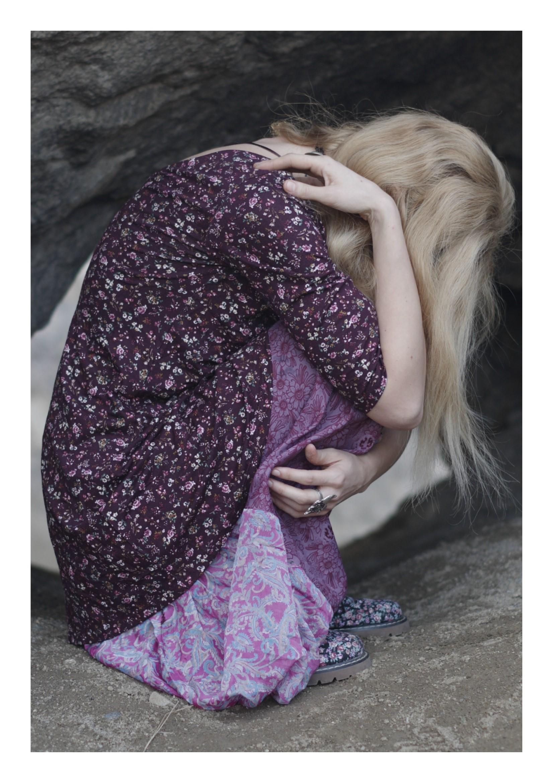 Фото Девушка сидит на полу, by IrinaJoanne