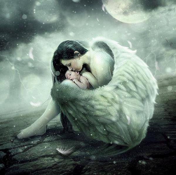 Фото Девушка ангел склонила голову к младенцу, касаясь губами его лица, автор Mette Breth