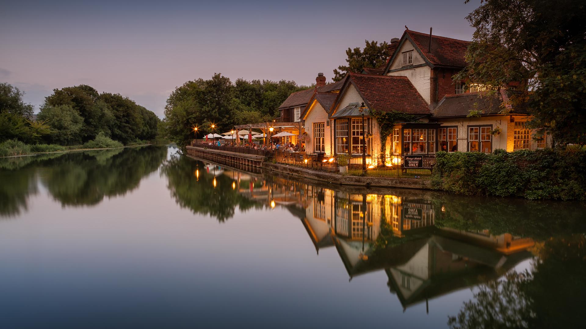 фотографии домик у реки они