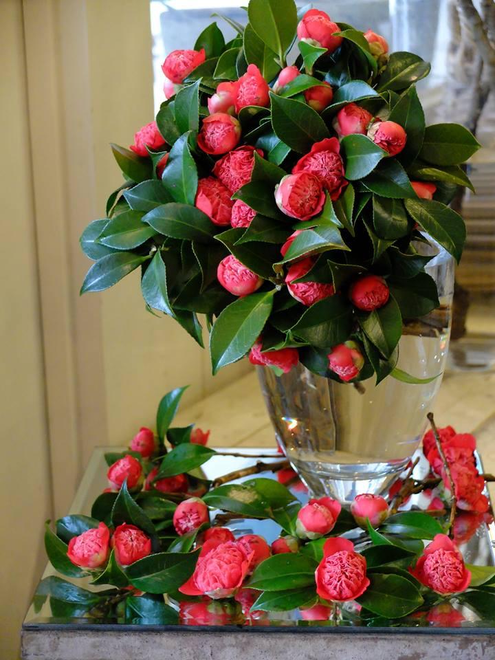 в вазе на столе цветы слушать