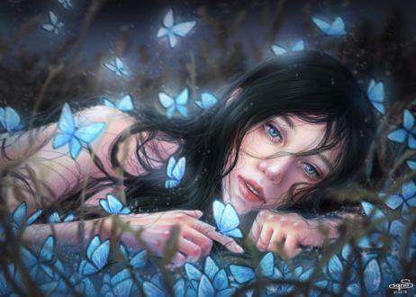 Фото Грустная девушка лежит на траве в окружении голубых бабочек, by Calicot - ZC