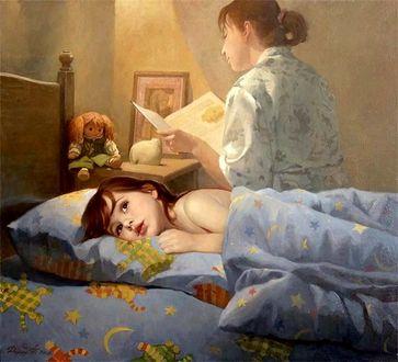 Фото Маленькая девочка в постели, мечтательно слушает, как мама ей читает сказку на ночь, by Tatiana Deriy