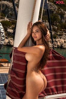 Фото Обнаженная красивая девушка на яхте. Фотограф Сергей ЛЕНИН