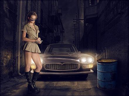 Фото Девушка в коротком платье, в очках, делает записи в блокнот, на фоне стоящего за ней автомобиля, с включенными фарами, by markodadada