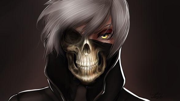 Фото Светловолосый парень в маске с черепом