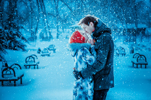 Две девушки целуются на снегу картинки, женщина соблазняет