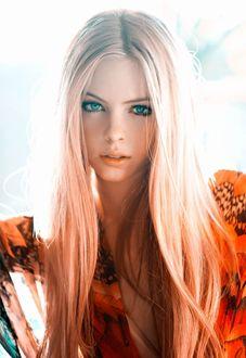 Фото Симпатичная голубоглазая девушка