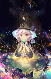 Фото Девочка в шляпке с шаром в руках
