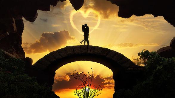 Фото Влюбленные стоят на арочном мостике на фоне неба, by gotman68