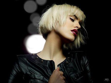 Фото Блондинка в кожаной курточке