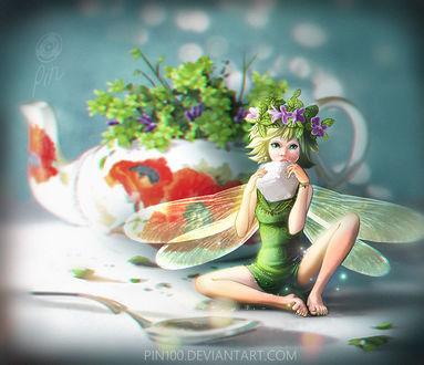 Фото Фея в веночке с кубиком сахара в руках сидит на столе возле ложки и чайника с цветами, by pin100