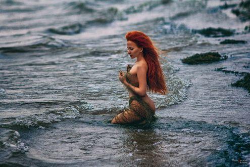 Фото Девушка с сетью стоит в воде, фотограф Мочульский Леонид