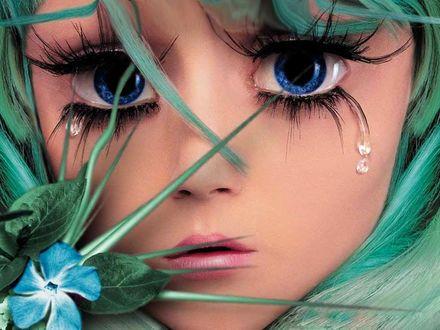 Фото Плачущая девочка с огромными голубыми глазами