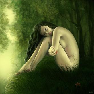 Фото Обнаженная грустная девушка сидит на траве, на фоне природы