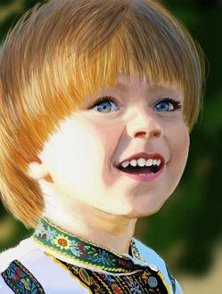 Фото Мальчик с голубыми глазами, в русской косоворотке, украшенной разноцветной тесьмой