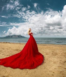 Фото Девушка в красном платье стоит на фоне природы, фотограф Хисматулин Ренат