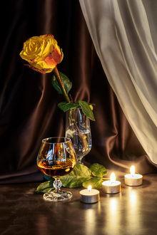 Фото Натюрморт. Фужер с желтой розой в воде, бокал с напитком и горящие свечи, by GaL-Lina