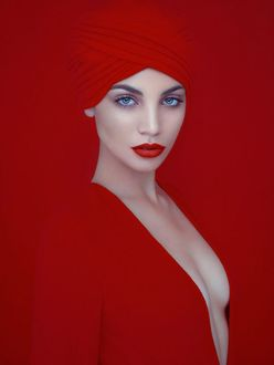 Фото Девушка в красном