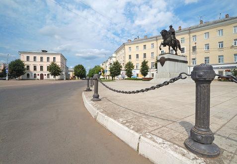 Фото Памятник Михаилу Тверскому на Советской площади