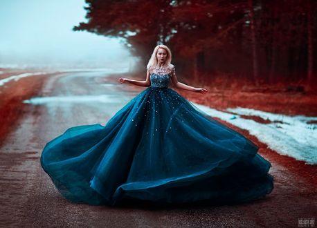 Фото Девушка в пышном платье стоит на дороге, фотограф Светлана Беляева