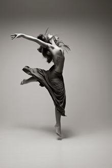 Фото Полуобнаженная девушка в танце, by Adolfo Valente