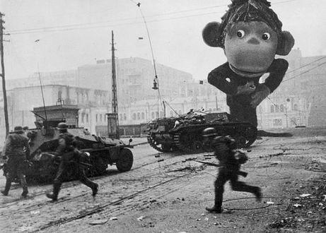 Фото Гигантская обезьянка застала врасплох солдат, они бросились бежать от страха
