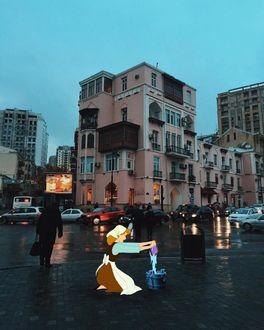 Фото Золушка намывает дорогу улиц города Баку