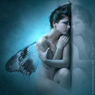 Фото Обнаженная девушка с крыльями и ее отражение, by Malgorzata Scimborska