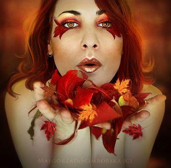 Фото Рыжеволосая девушка с глазами чайного цвета с осенними листьями в руках, by Malgorzata Scimborska