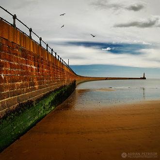 Фото Дорога на волнорезе, ведущая к маяку, by Adrian Petrisor