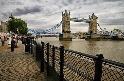 Фото Тауэрский разводной мост над рекой Темзой - является одним из символов Лондона и Британии, by Adrian Petrisor