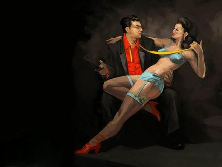 Фото Мужчина сидит на стуле, а на коленях у него расположилась игривая девушка в неглиже, кокетливо тянущая его за желтый галстук