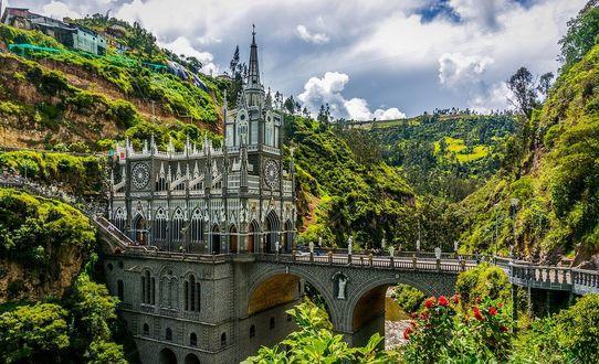 Фото Мост ведущий к замку в Южной Америке