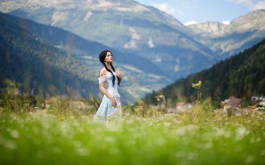 Фото Девушка стоит в поле, фотограф Anton Komar