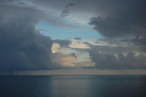 Фото Серые облака над морем