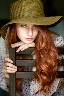 Фото Портрет рыжеволосой девушки в широкополой шляпе. Фотограф Таня Маркова