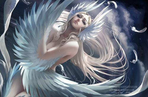 Фото Крылатая обнаженная девушка в ночном небе