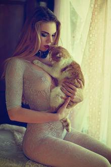 Фото Девушка с кошкой сидит на кровати, by darkelfphoto