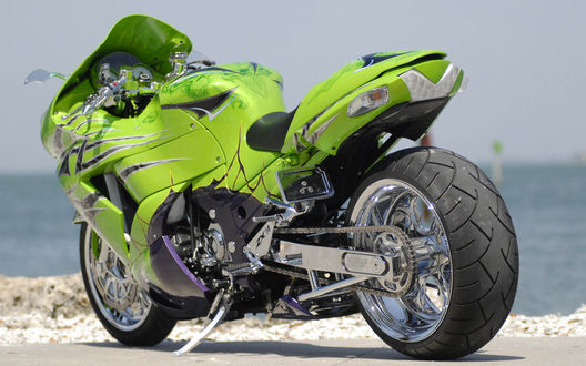 Фото Стильный, яркий мотоцикл
